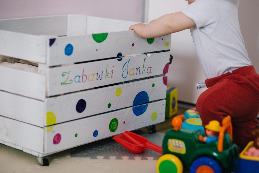 Wie Dein Kind lernt, sein Zimmer selbständig aufzuräumen - je nach Alter